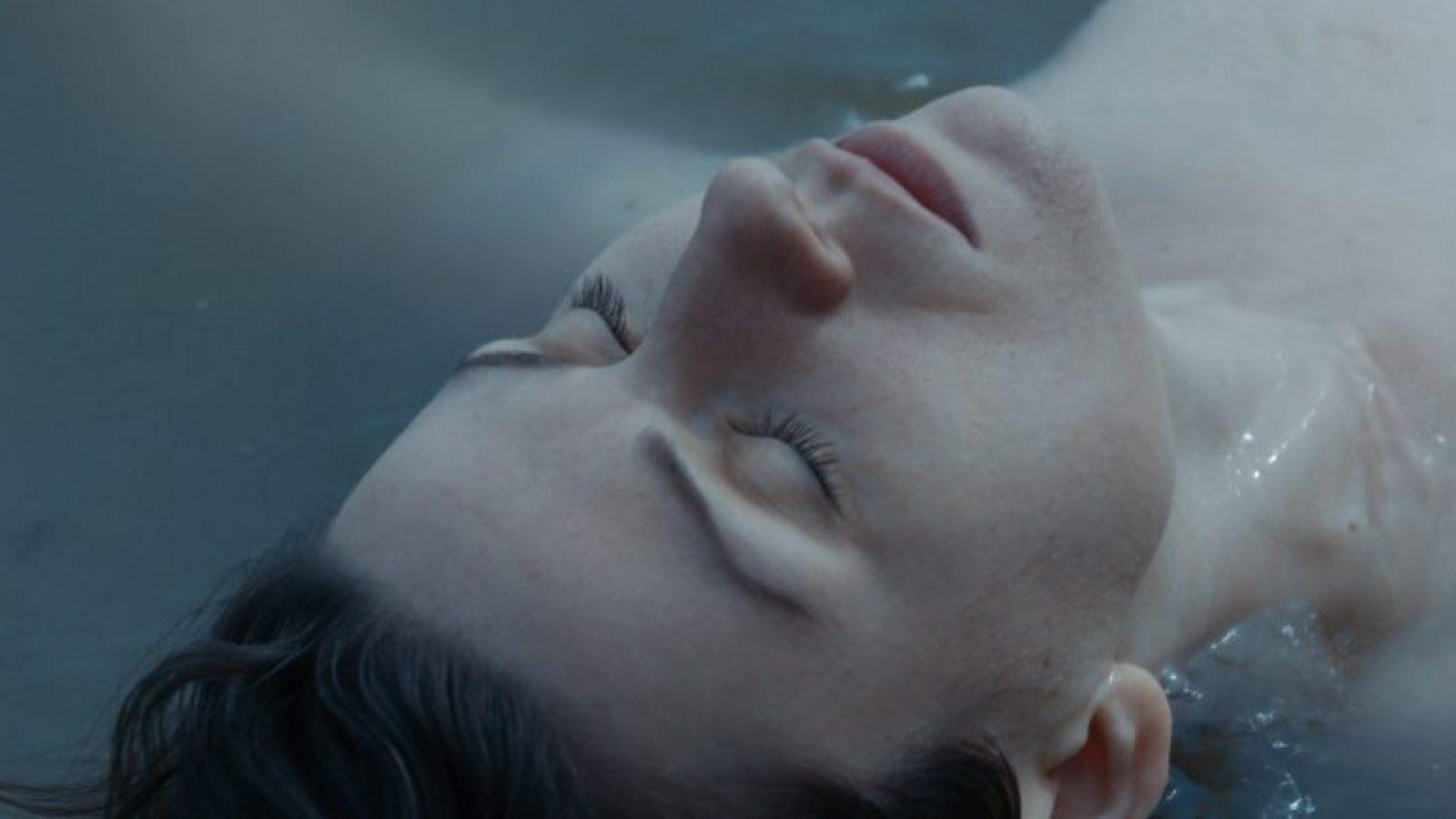 Siren promo still - Elizabeth in sea (1)